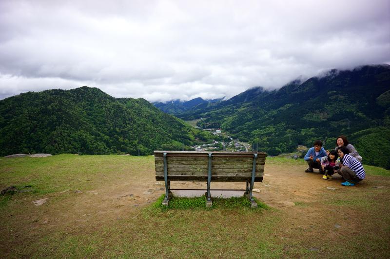 便利なり ベンチが撮影 家族旅行 at Asago Hyogo(竹田城址)