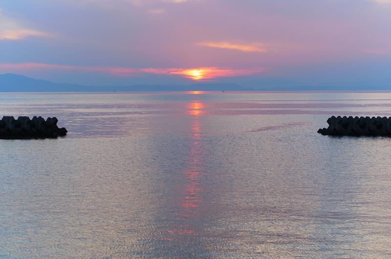 落日の 左右に分ける 赤い帯 at Izumi Kagoshima