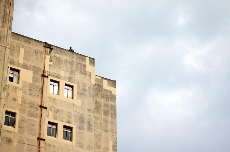 古きビル 壁に貼りたし ガムテープ  at Moji Kitakyusyu(レトロ地区)