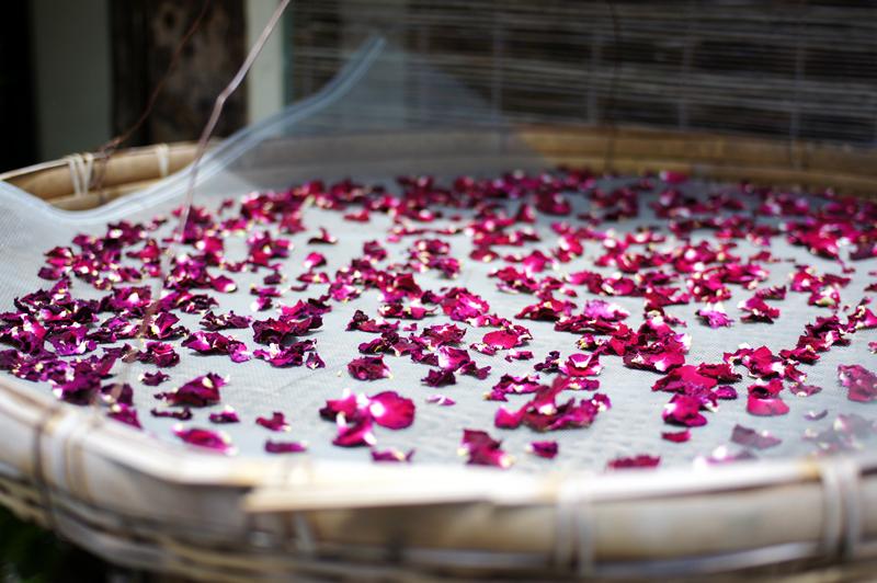 香り立つ 薔薇の花びら お茶にして  at Syobara Hiroshima