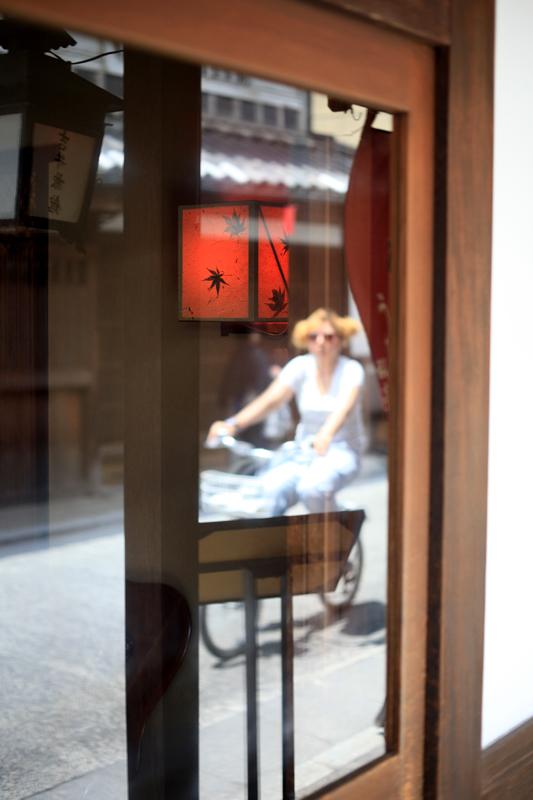 ガラス戸に 和洋折衷 映りしや  at Kurashiki Okayama