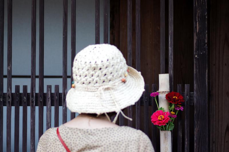 古民家は 花が似合いし 人を呼ぶ  at Ota Shimane(石見銀山)