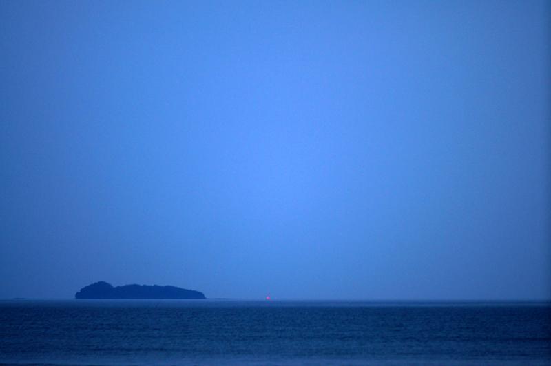 夕暮れに 漁り火照らす 遥かなり  at Ashikita Kumamoto