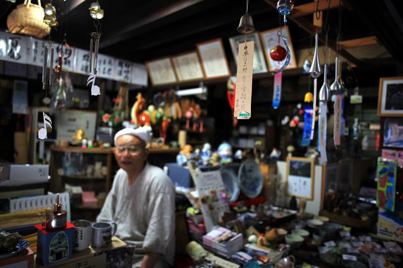 大将と カメラ談義で 盛上がり  at Ota Shimane(石見銀山;竹下錻力店)