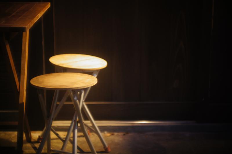 椅子二つ なかなか来ぬは 酒飲みよ  at Hakata-ku Fukuoka(夜の櫛田神社界隈)