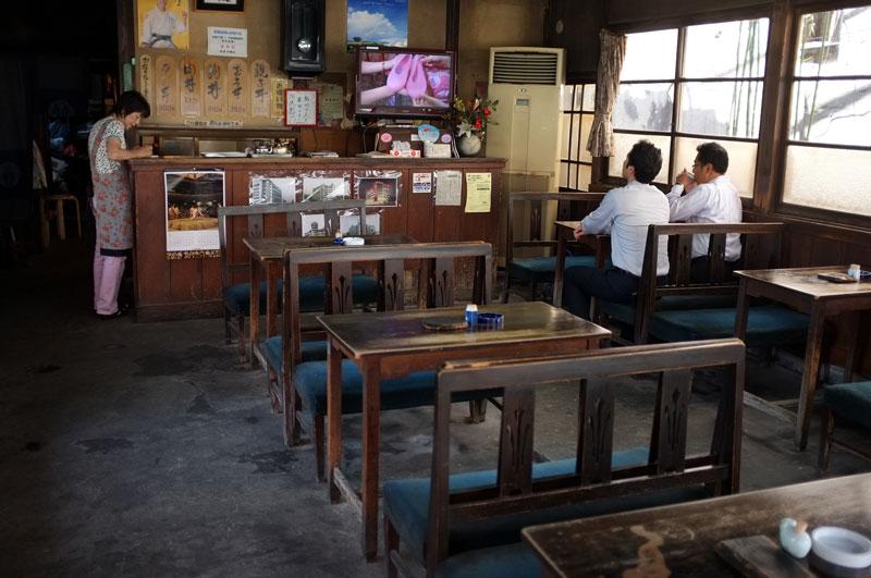 まだかなと 竃炊きご飯 お茶を飲む (By松尾食堂)