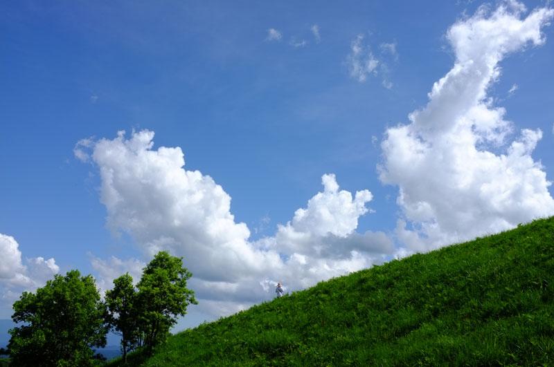 at aso Kumamoto  白い雲 麦わら帽子 夏の空